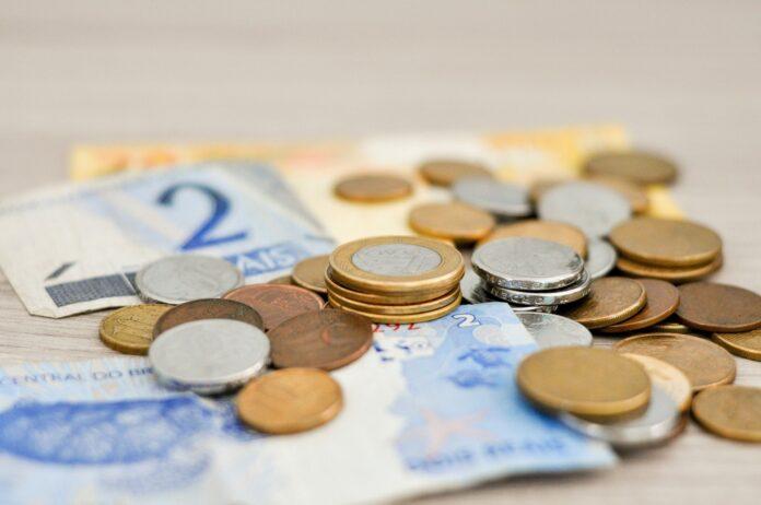 7 dicas para salvar sua saúde financeira e ficar no azul em 2021