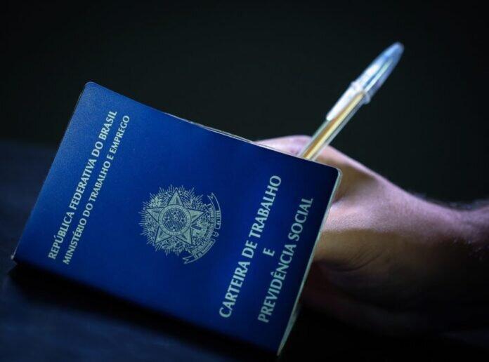 Trabalho sem carteira assinada: conheça seus direitos