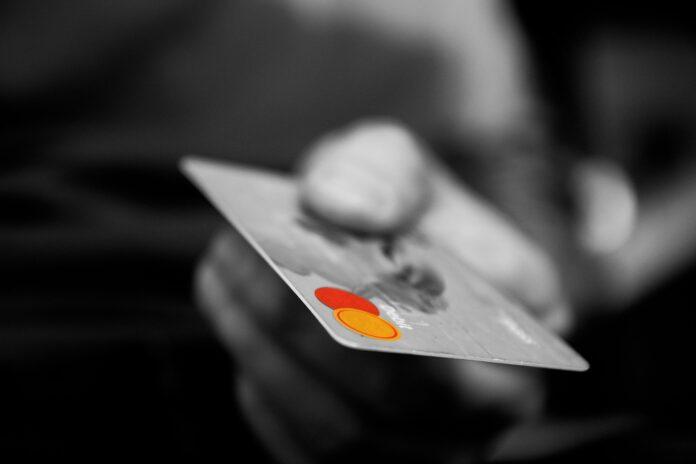 Como evitar dívidas com o uso do cartão de crédito?