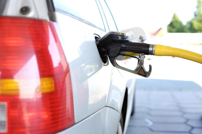 Petrobrás anuncia novo aumento da gasolina, diesel e gás nesta terça (6)